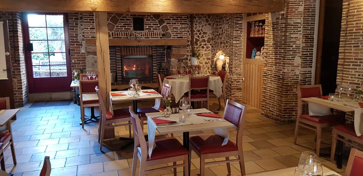 Auberge-du-Cheval-Blanc-Charny-2