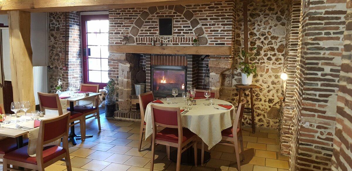 Auberge-du-Cheval-Blanc-Charny-3